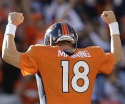 Manning peut enfin lever les bras: le trophée de MVP est pour lui!