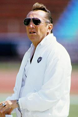 Même s'il est quasiment devenu une caricature folle de lui-même à la fin de sa vie, Al Davis a aussi fait des Raiders une franchise à part.