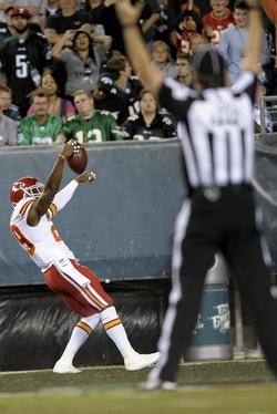 Eric Berry célébrant le premier touchdown de la partie