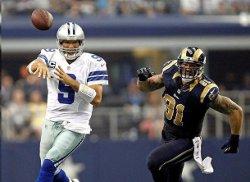 Les Rams auront couru après Tony Romo pendant toute la rencontre