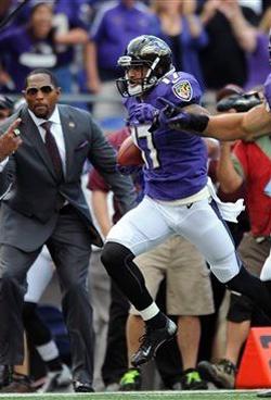 Sous les yeux de Ray Lewis, Tandon Doss a mis le feu au match avec son retour de punt pour un touchdown.