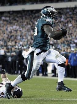 Encore un match énorme pour McCoy avec 2 touchdowns et plus de 150 yards