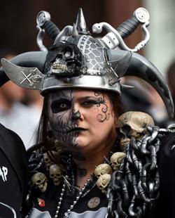 Les supporters bariolés des Raiders étaient bien là, mais la soirée a été triste pour eux.