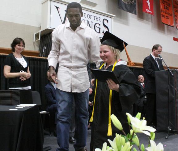 randy-moss-graduation