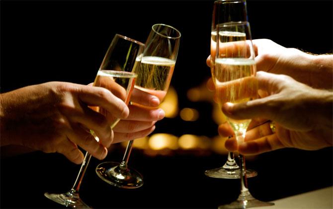 4246040-champagne