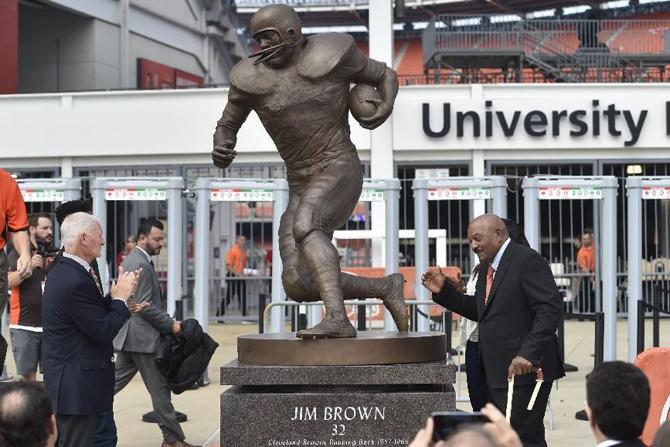 jim-brown-statue-190916