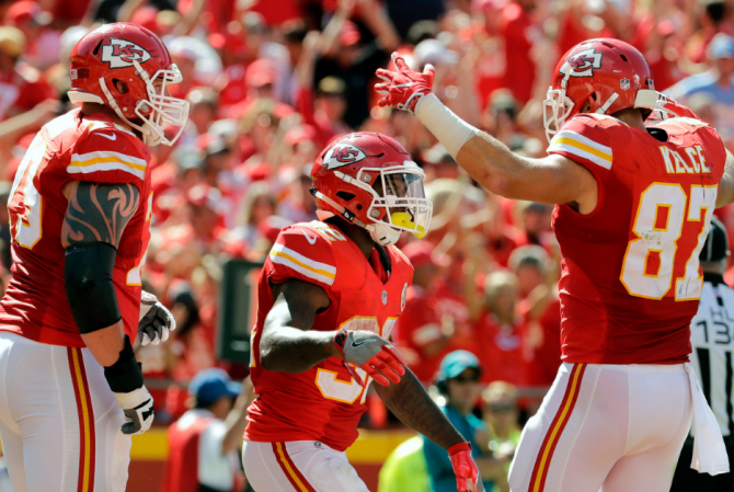 travis-kelce-spencer-ware-chiefs-11092016