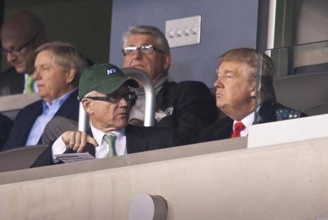 Trump nomme son ambassadeur à Londres, un propriétaire d'équipe de football américain