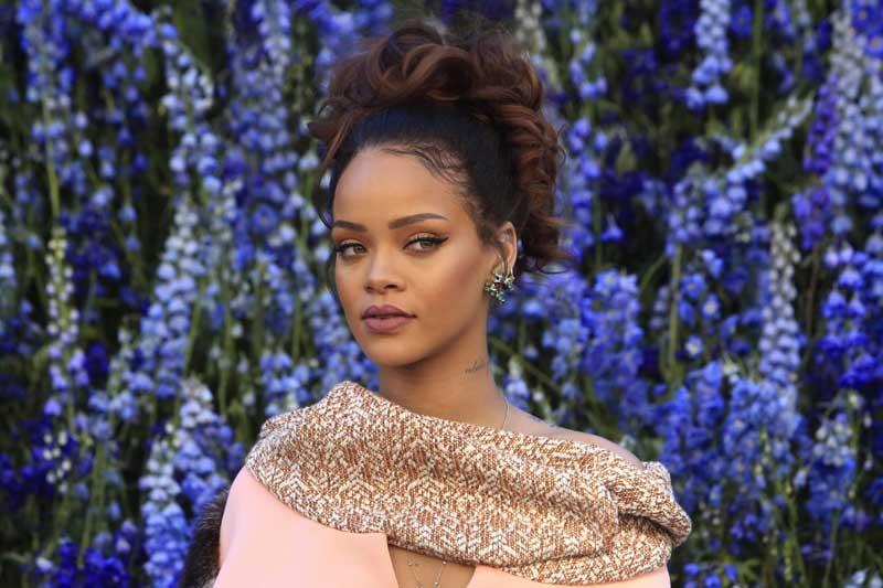Rihanna refuse le Super Bowl en soutien à Kaepernick